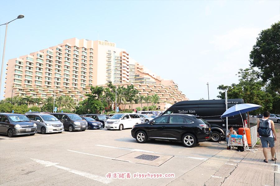黃金泳灘徑的停車場